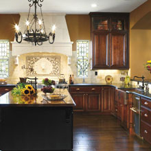 Traditional kitchen cabinets by Decora Cabinetry