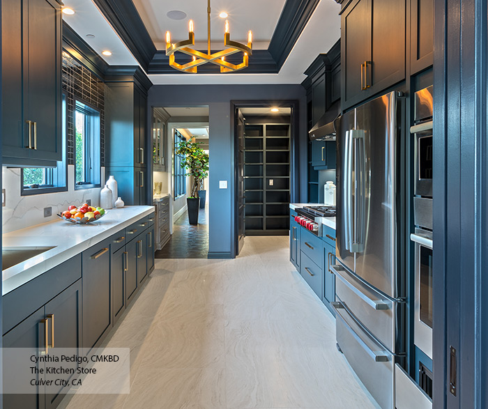transitional_maple_kitchen_cabinets